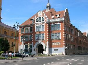 17-egyetem_foepulete